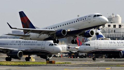 Jets at Reagan National Airport.