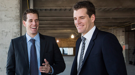 Cameron Winklevoss (L) and his brother Tyler Winklevoss © Andrew Burton / Getty Images North America