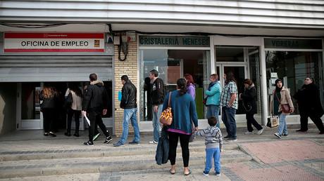 People enter a government-run job centre in Madrid, Spain. ©Andrea Comas